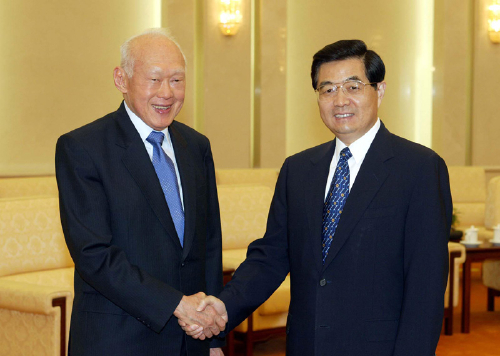 The then Chinese President Hu Jintao with Lee Kuan Yew in Beijing on June 19, 2004 (MAO JIANJUN)